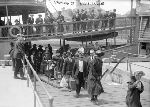 european-immigrants-disembarking-everett